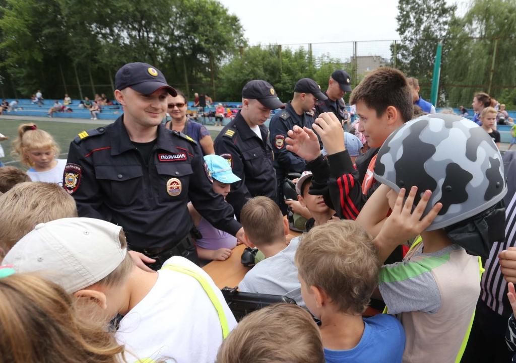 ВНорильске полицейские провели для городских жителей «Зарядку состражем порядка».