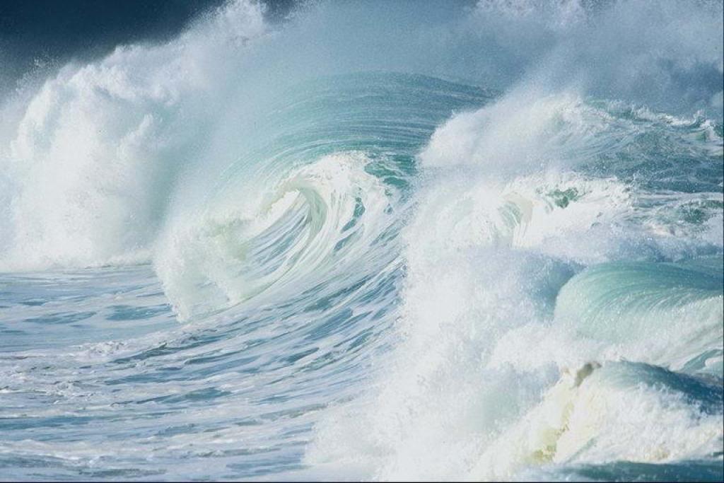 лодка исчезла в волнах но тотчас