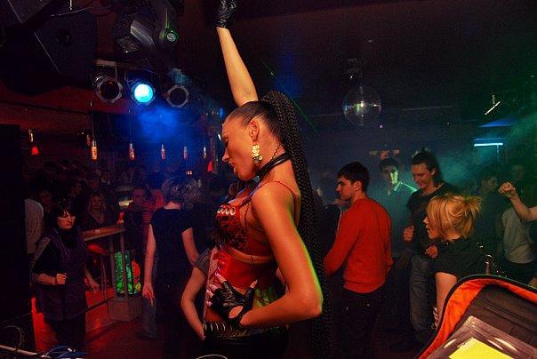 Музыка 2011 с ночных клубов видео из крутых ночных клубов
