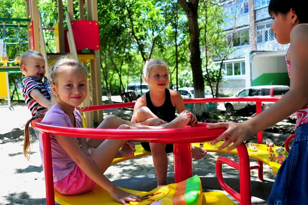 Детская площадка в своём дворе