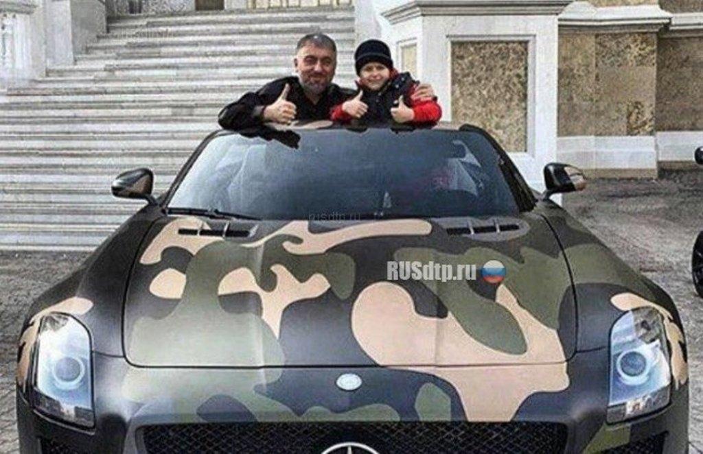 Р подарил принадлежащий ему автомобиль своему сыну