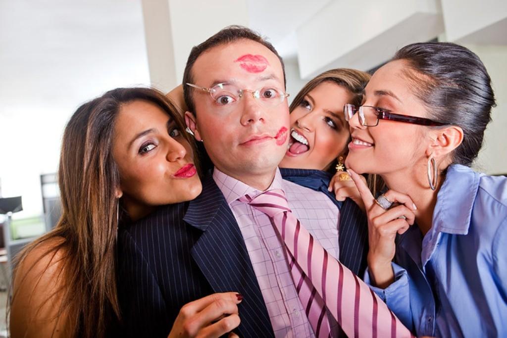 Ученые: молодые начальники могут поднять собственный авторитет через похвалу