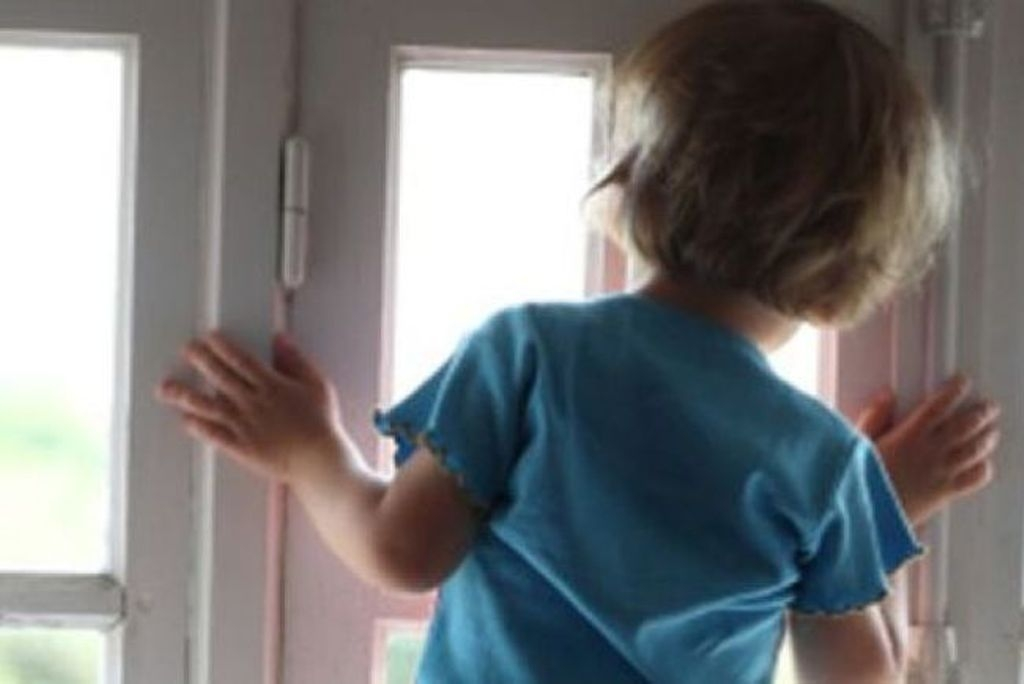 "2-летний ребенок закрыл бабушку на балконе "" Чистота 34 ново."