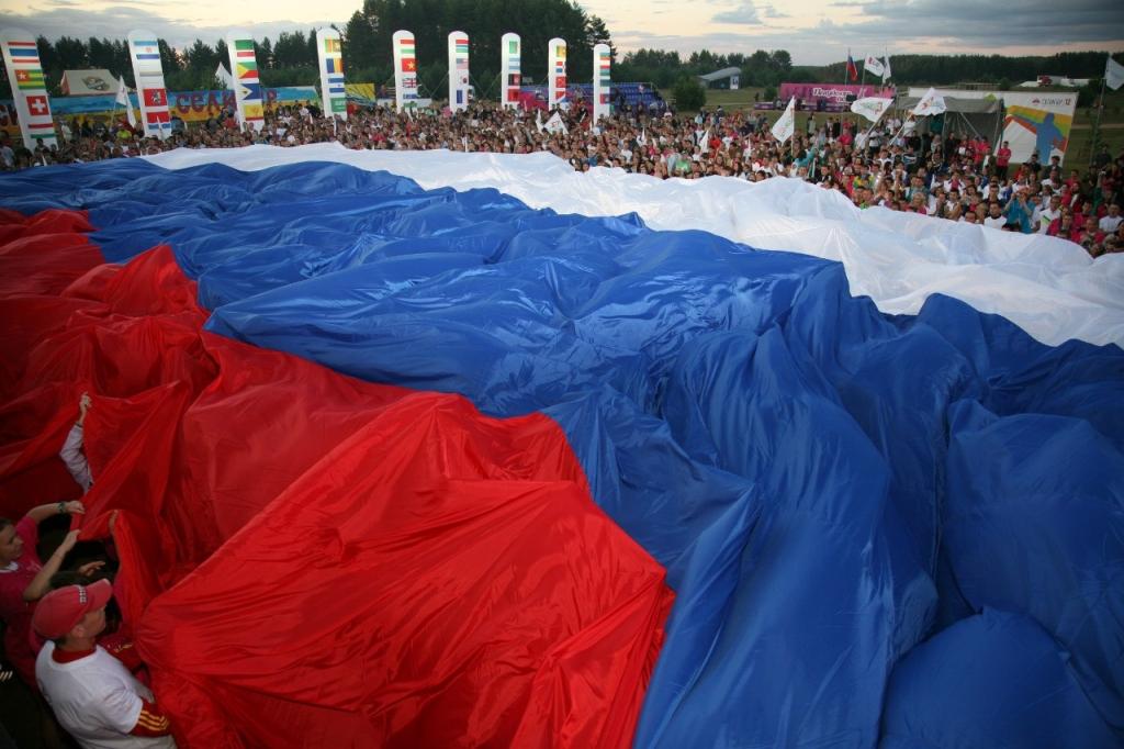 25 лет назад триколор провозглашен национальным флагом Российской Федерации