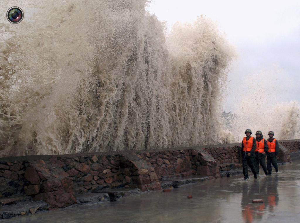 ВЯпонии неменее 100 рейсов отменены из-за тайфуна «Лайонрок»
