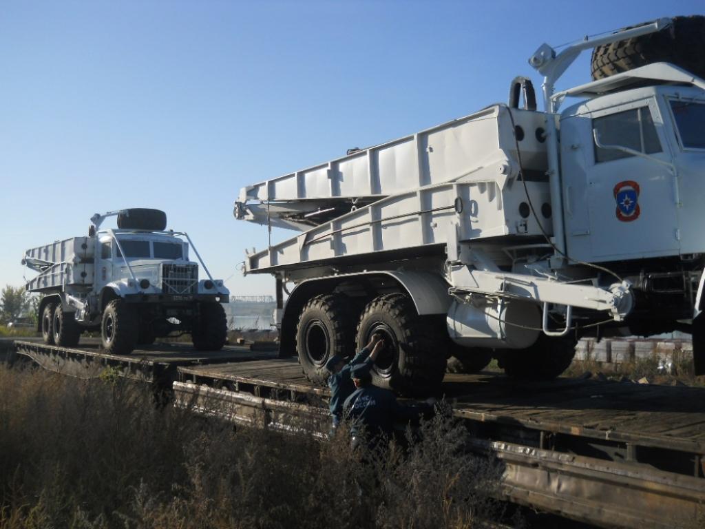 Cотрудники экстренных служб отправили изНовосибирска вПриморье тяжелый механизированный мост