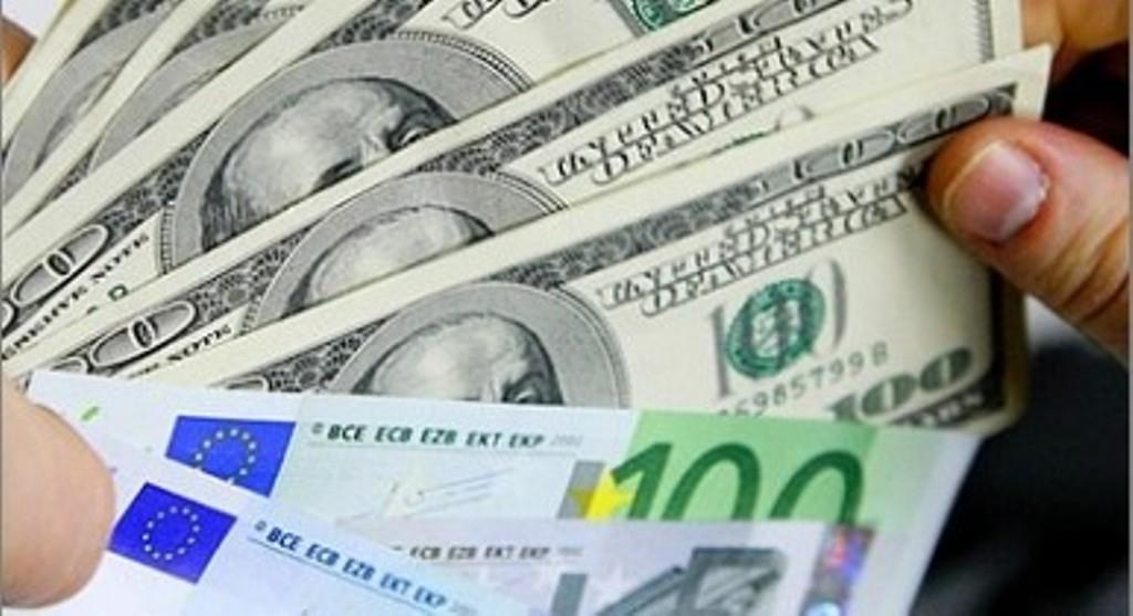 """Официальный курс доллара вырос на16 копеек, евро потерял 2 копейки"""""""