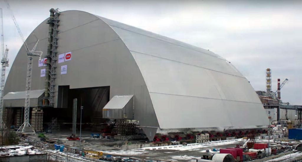 ВЧернобыле над 4-м энергоблоком установили новый неповторимый саркофаг