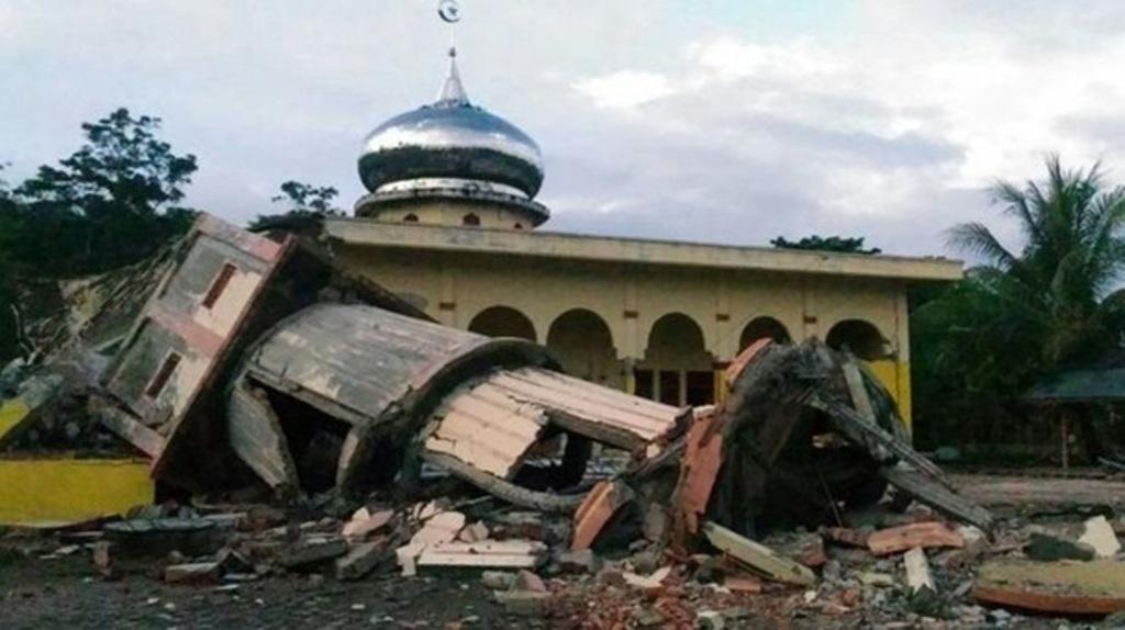 Появились кадры после землетрясения вИндонезии
