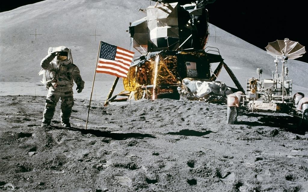 Профессионалы NASA пояснили «левитацию» лунной пыли