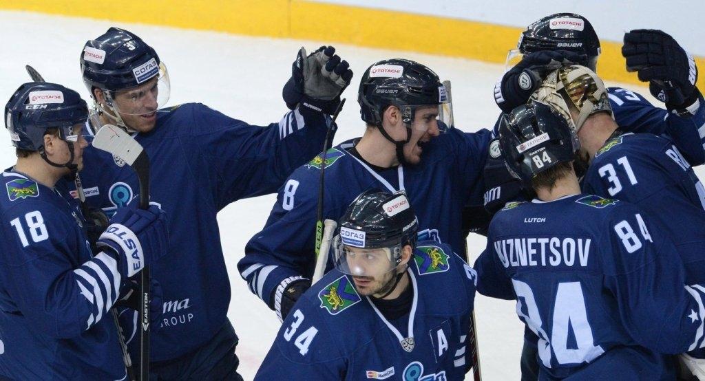 Хоккей сшайбой: «Амур» вырвал победу у«Адмирала» вгостях