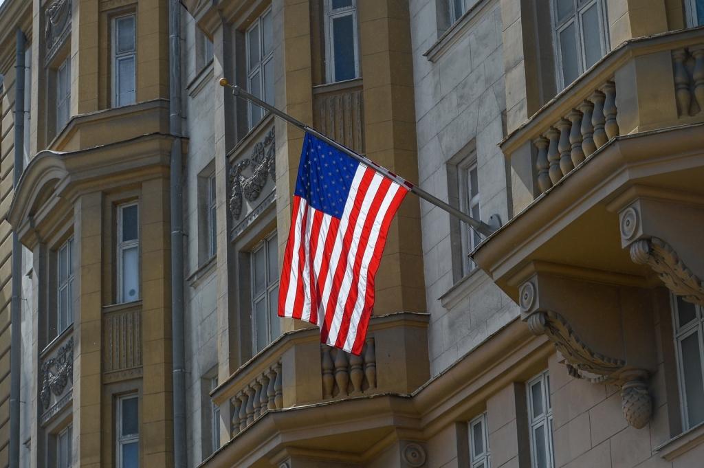 США высылают 35 русских дипломатов ивводят новые санкции