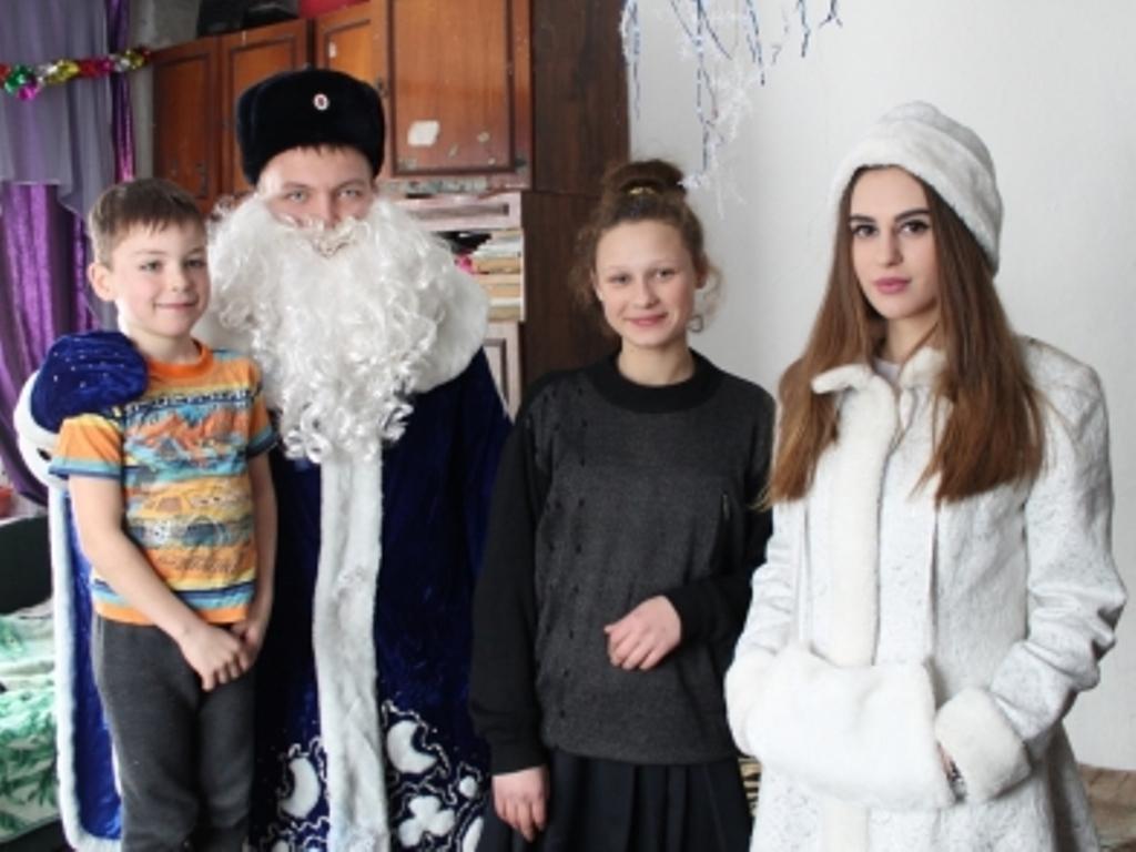 ВХабаровском крае полицейский дедушка Мороз продолжает свое магическое путешествие
