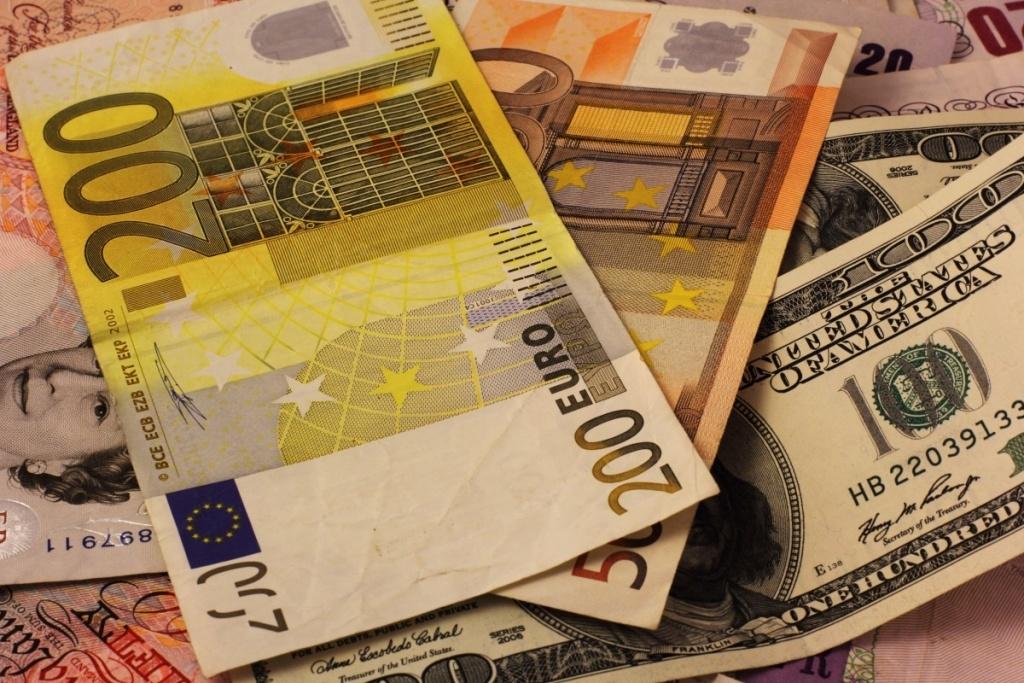 ЦБРФ снизил курс доллара крублю ниже 59,5 рубля