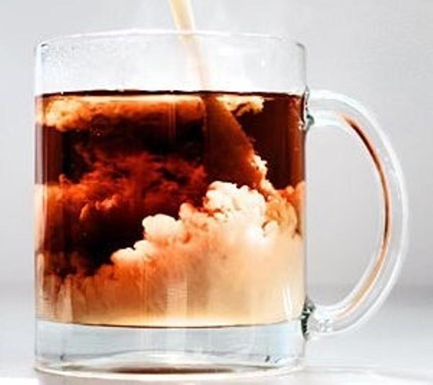 Ученые узнали, как сделать чай смолоком неопасным для здоровья