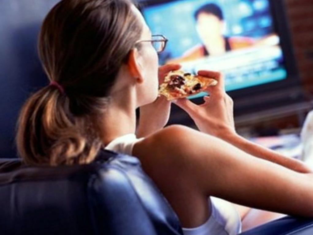 Ученые: есть перед телевизором вредно для здоровья