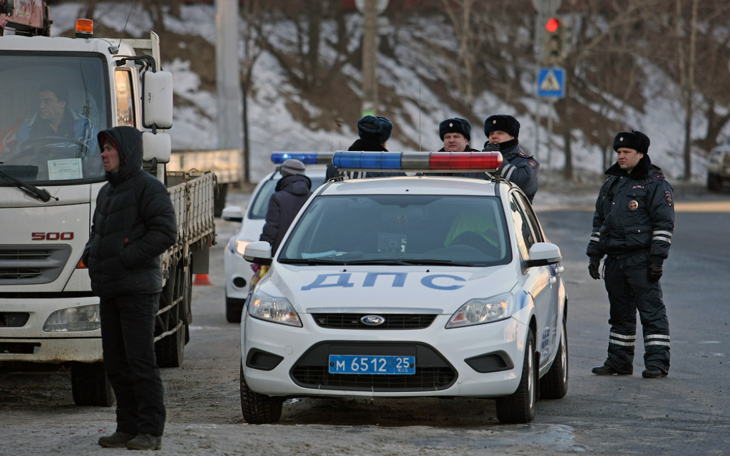 Женщина сбила толпу пешеходов на«зебре» воВладивостоке
