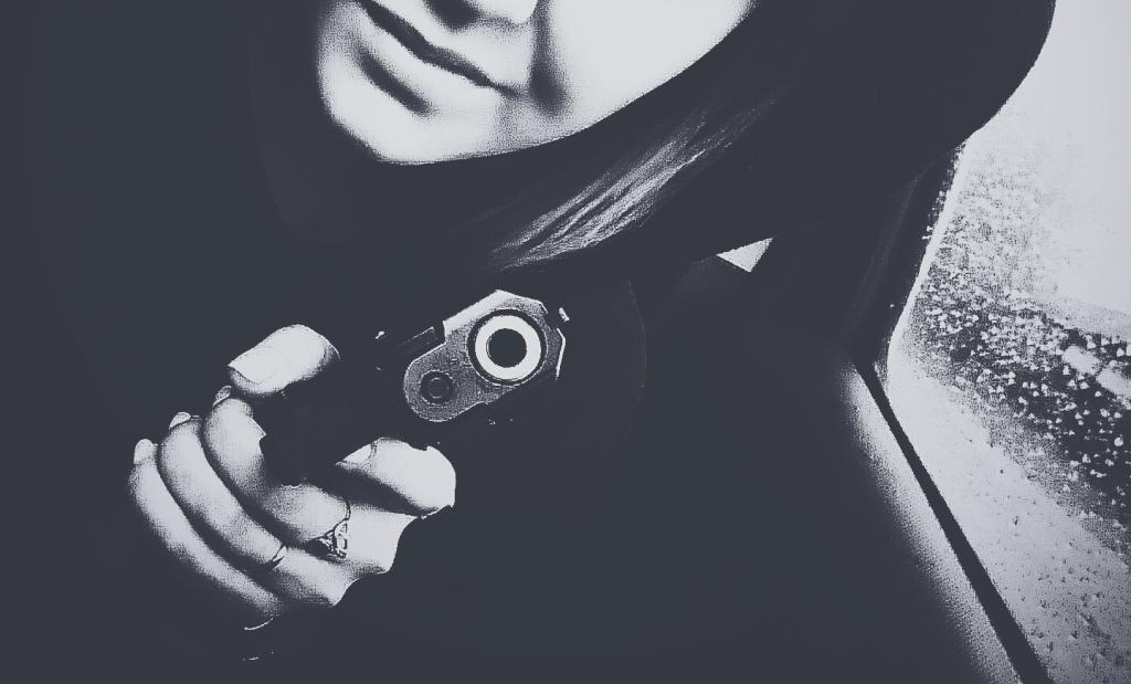ВНовосибирске мужчина расстрелял женщину водворе жилого дома