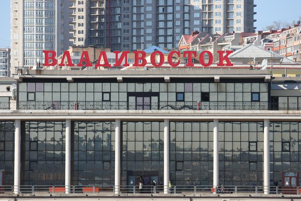 Владимир Путин подписал закон обупрощенном въезде через свободный порт Владивосток
