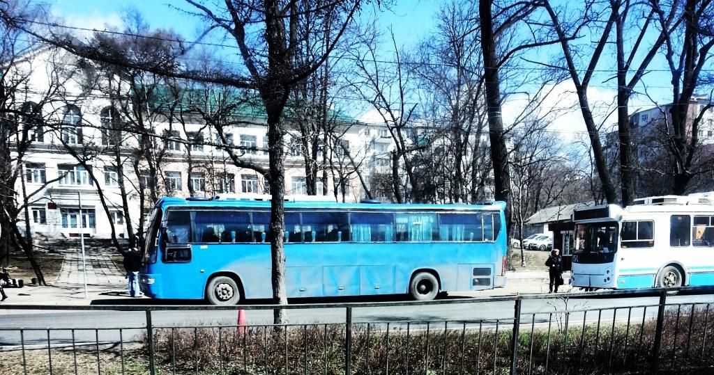 Шофёр автобуса отобрал упассажира телефон занеоплаченный проезд