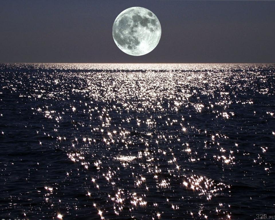 Ученые отыскали большие запасы воды внутри Луны
