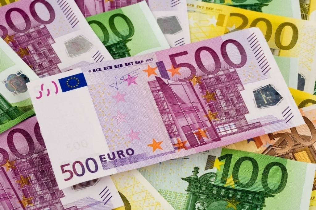 ЦБРФ установил официальный курс валют на27мая 2017-ого