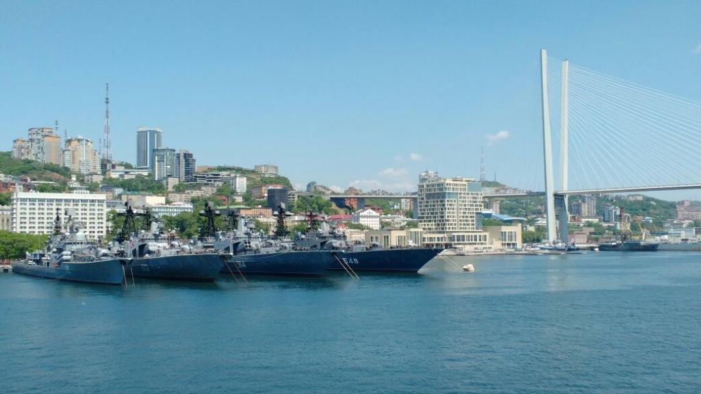 ВоВладивостоке встретили легендарный крейсер «Варяг», вернувшийся впорт после 10 000-мильного рейса
