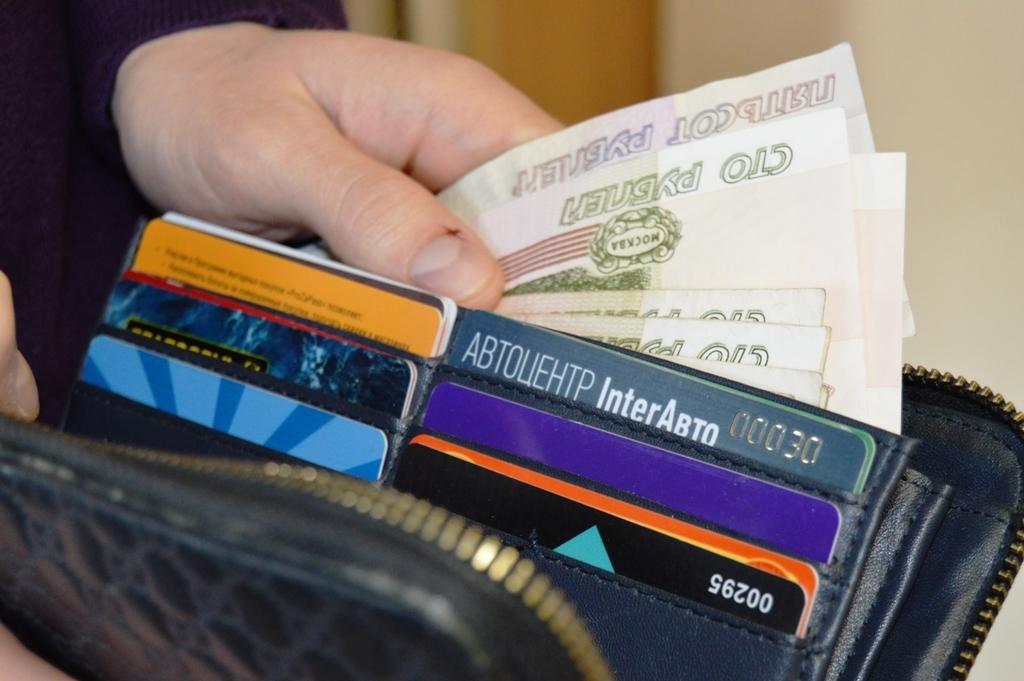 ВПриморье женщина забрала чужие деньги избанкомата
