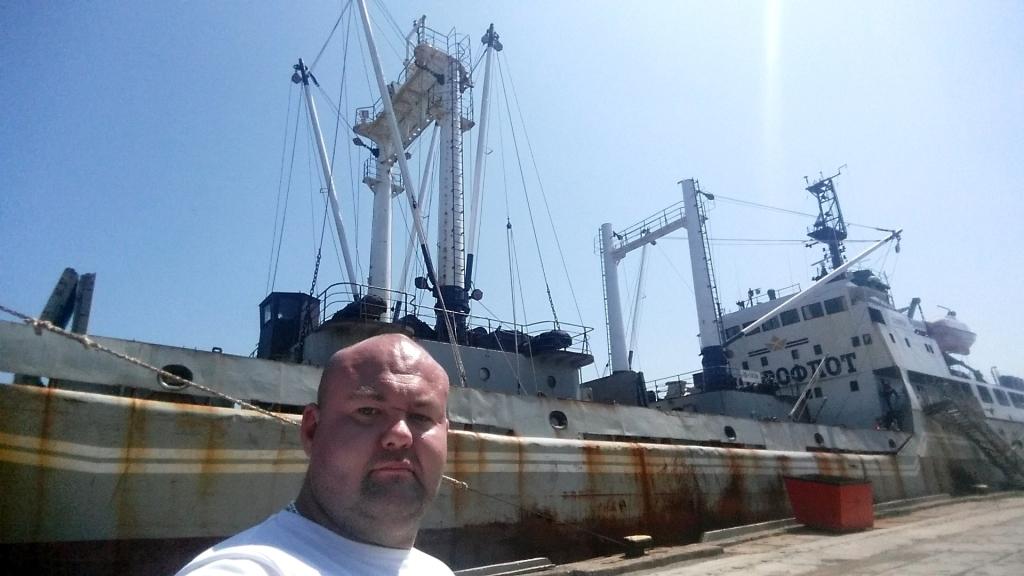 Приморский спортсмен отбуксировал судно весом неменее 4,2 тыс. тонн
