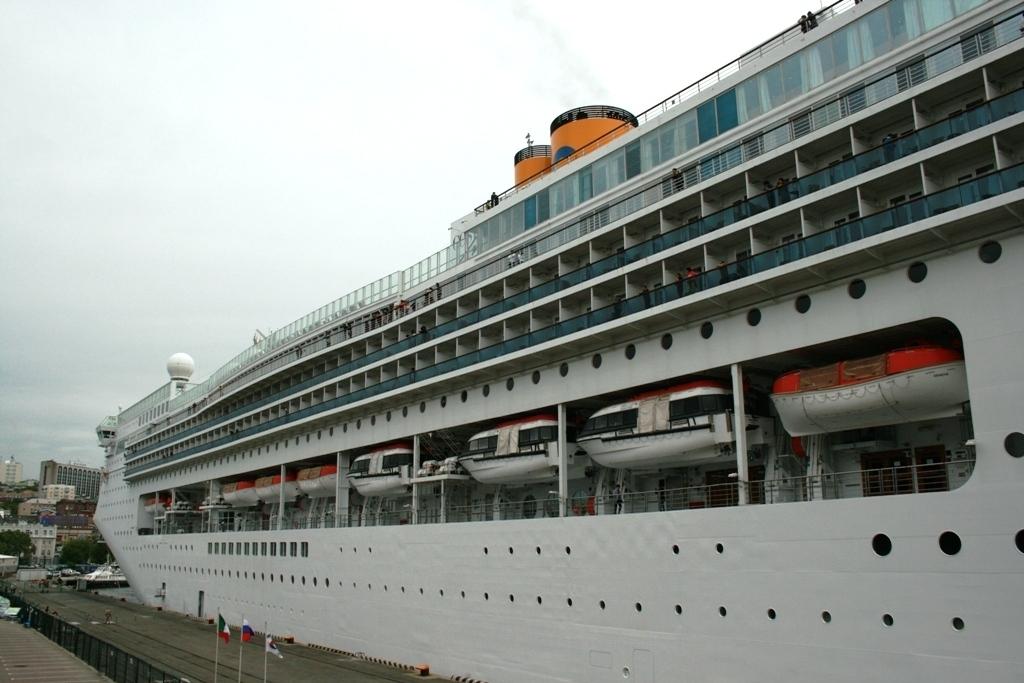 ВоВладивосток снова придет лайнер Costa Victoria