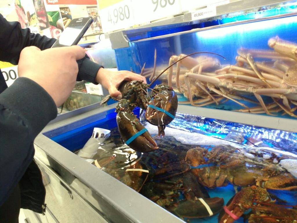ВоВладивостоке выявили крупную партию некачественных и рискованных морепродуктов