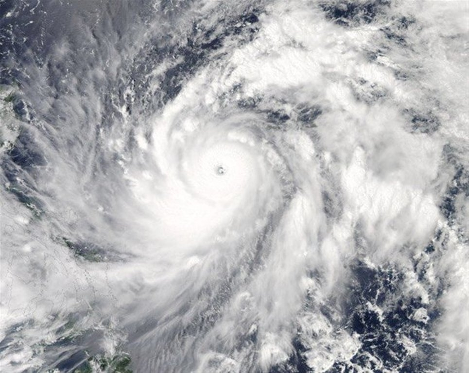 Квосточным берегам Японии несется тайфун «Санву»