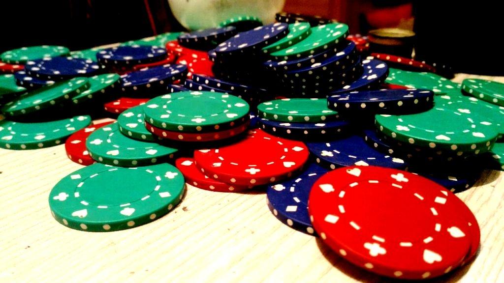 Силовики взяли штурмом подпольное казино вВологде