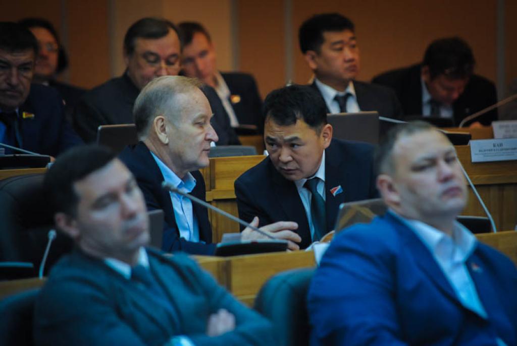 Приморских депутатов будут облагать штрафом запрогулы