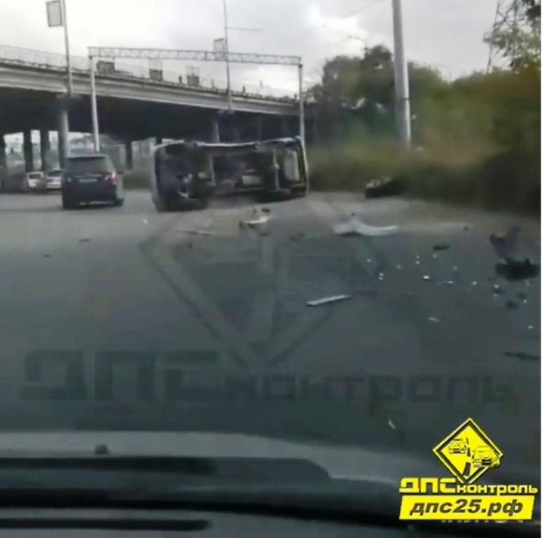 ВДТП спереворотом воВладивостоке пострадали два человека
