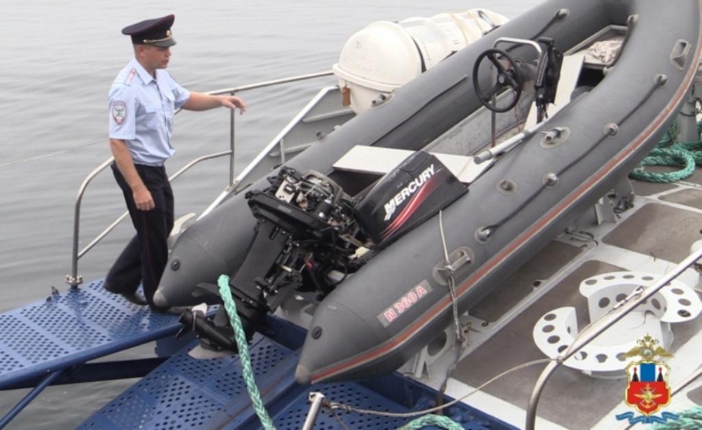 Пьяные рыболовы разозлились ипошли натаран полицейской лодки