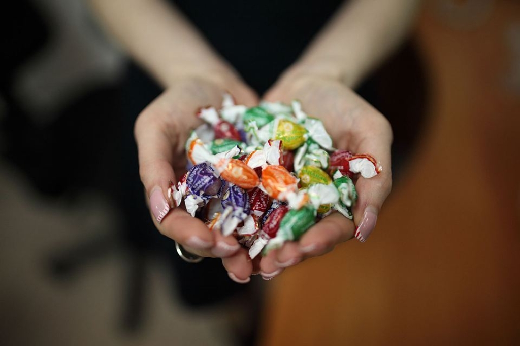 МВД опровергло данные ораспространении наркотиков ввиде конфет вшколах