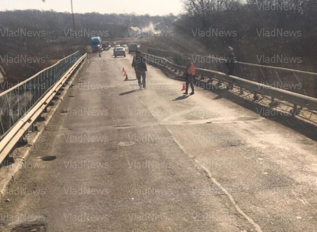 Названы пути объезда провисшего моста через реку Лобога вПриморье