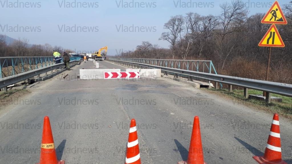 ВПриморье закрыли проезд для большегрузов помосту, который пошел трещинами