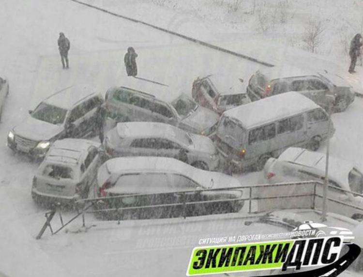 Из-за непогоды случилось свыше 250 ДТП— Владивосток накрыл снегопад