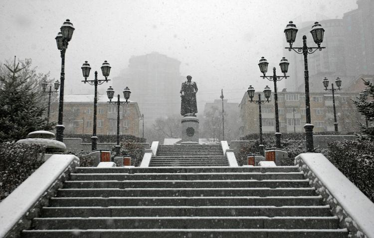 Около 350 аварий случилось воВладивостоке засутки после снегопада— Жесткий каток