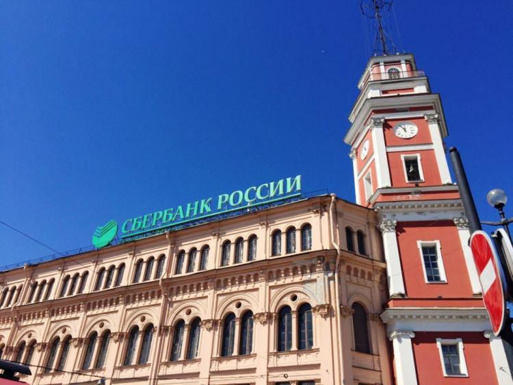 Сберегательный банк приучит граждан России расплачиваться поQR-коду