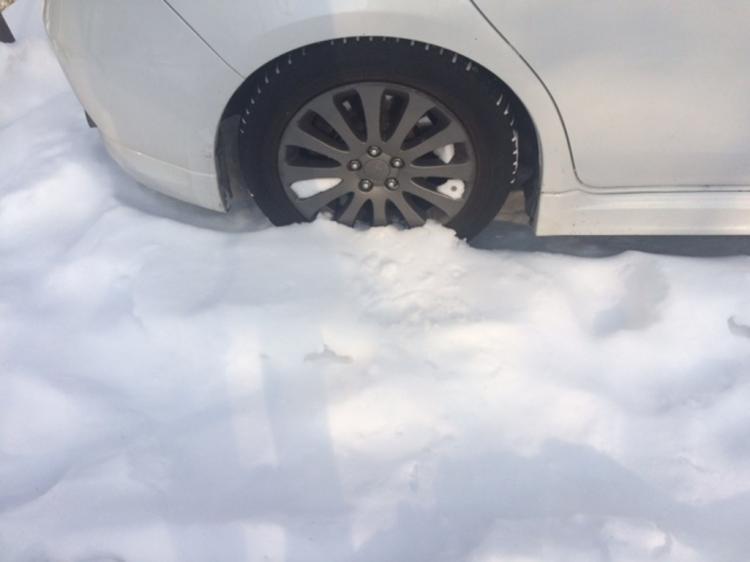 Автомобилистов начали облагать штрафом заотсутствие знака «шипы»