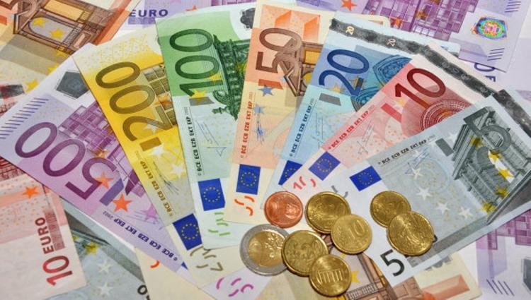 ЦБустановил курсы доллара иевро на5декабря