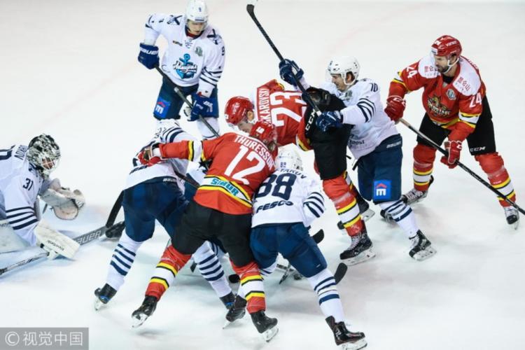 «Адмирал» насвоем льду обыграл «Куньлунь» вматче стабильного чемпионата КХЛ