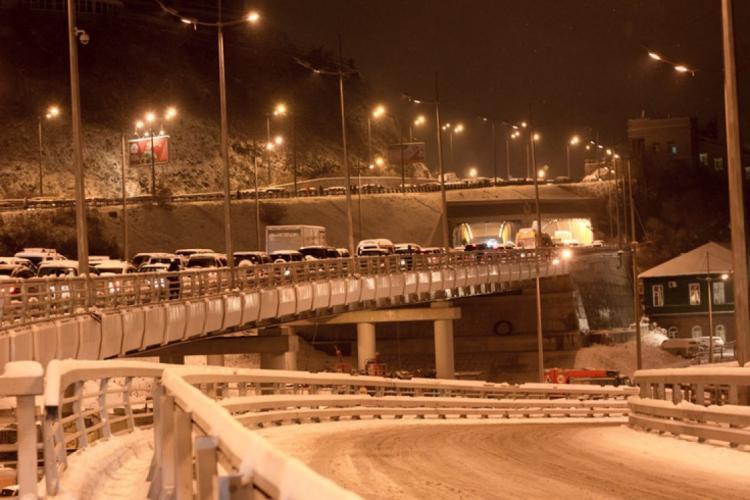 На чистку улиц Владивостока вышла вся городская снегоуборочная техника