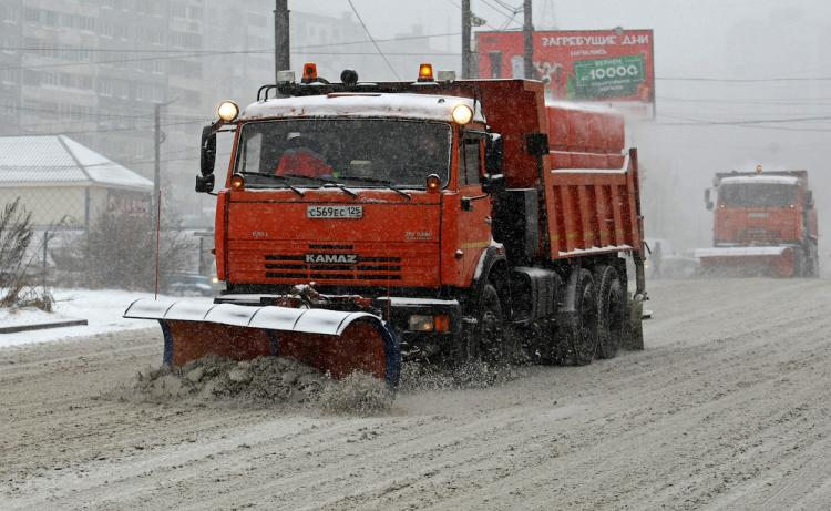 Штаб вадминистрации Владивостока оперативно координирует работу снегоуборочной техники на дорогах города