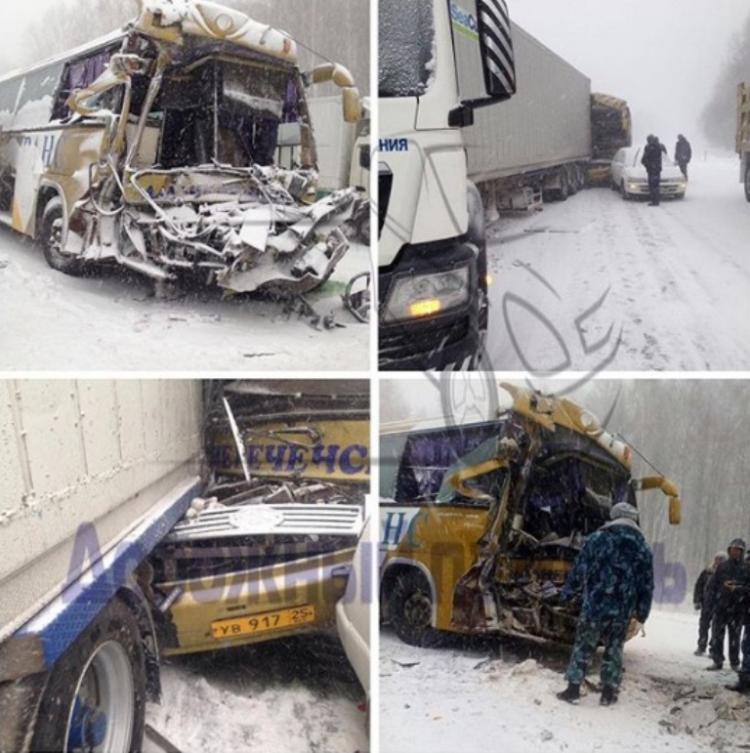 Под Хабаровском столкнулись автобус и грузовой автомобиль, восемь человек пострадали