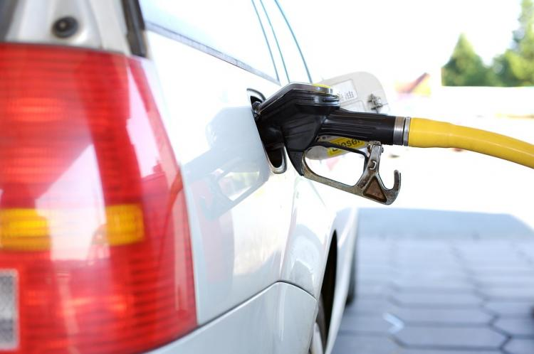 Фактический рост цен набензин оказался ниже прогноза