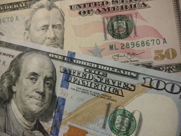 Курс доллара превысил 57 руб. впервый раз с11января